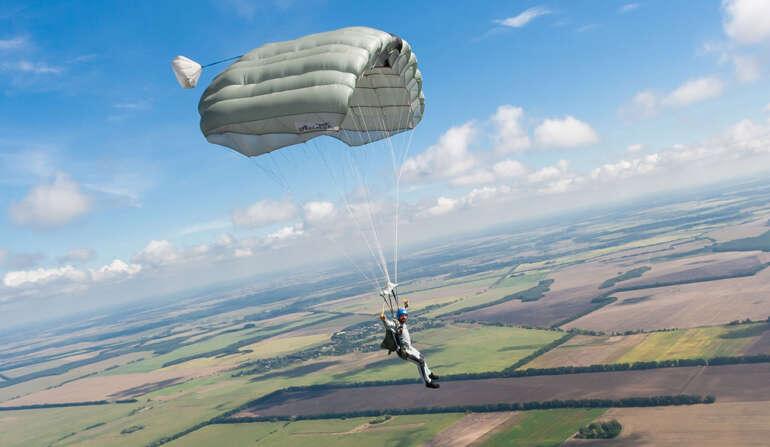 Самостоятельный прыжок с парашютом Статик Лайн в Чернигове и Киеве - Skydive Academy