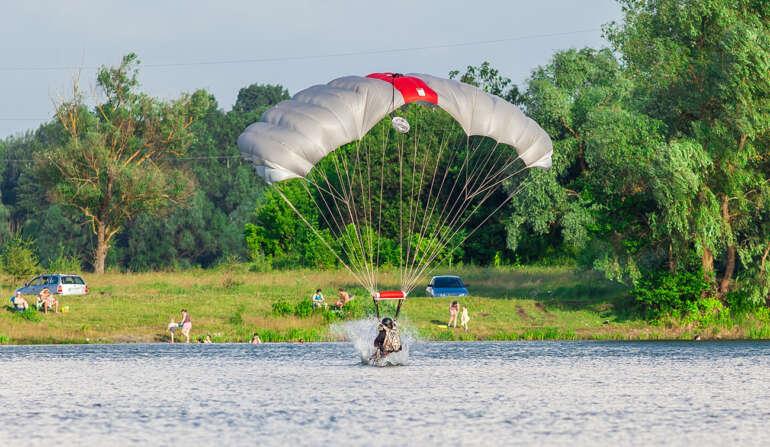 Приводнение - Прыжки с парашютом в Чернигове - Skydive Academy