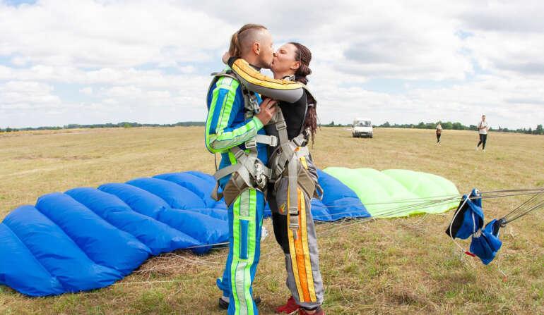 Прыжки с парашютом с инструктором в Чернигове и Киеве - Skydive Academy