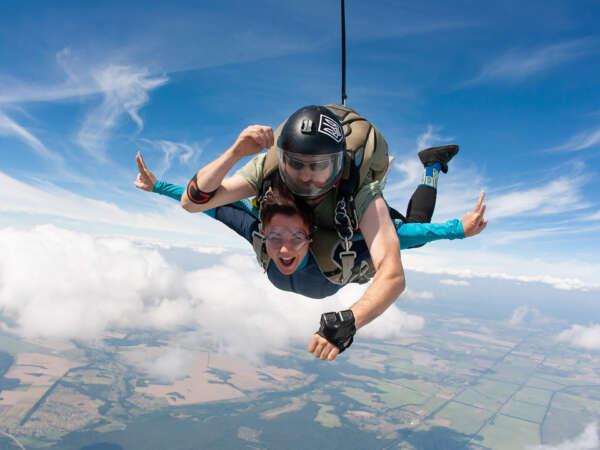 Тандем-прыжок с парашютом в Чернигове и Киеве