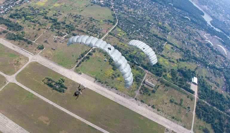 НАНО Курс - прыжок с парашютом в Чернигове и Киеве
