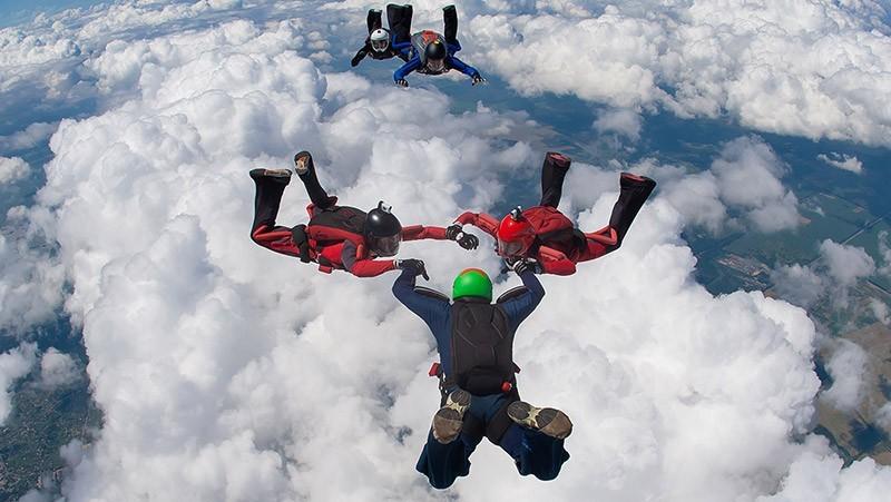 Спортивные прыжки с парашютом в Чернигове и Киеве - Skydive Academy