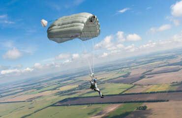 Статика Лайн на Аеродромі Півці Україна - Skydive Academy