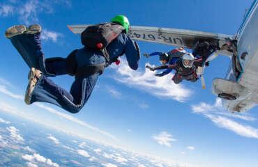 Прыжок с парашютом в Чернигове и Киеве на Аэродроме Певцы - Skydive Academy