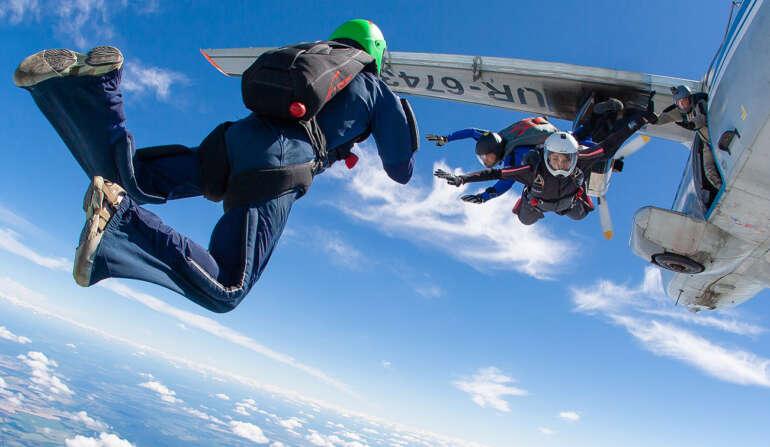 Прыжок с парашютом в Чернигове и Киеве - Skydive Academy - Аэродром Певцы