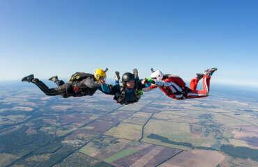 Курс навчання стрибків з парашутом AFF в Україні, Чернігів і Київ - Skydive Academy