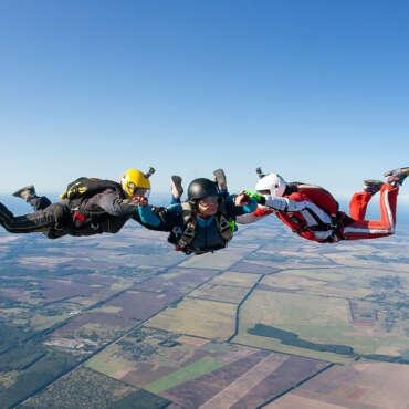 Курс обучения AFF - прыжки с парашютом в Украине, Чернигов и Киев - Skydive Academy