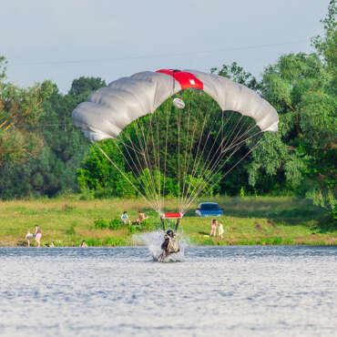 Приводнення - Стрибок з парашутом в Чернігові - Skydive Academy