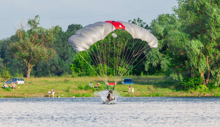 Приводнение - Прыжок с парашютом в Чернигове - Skydive Academy