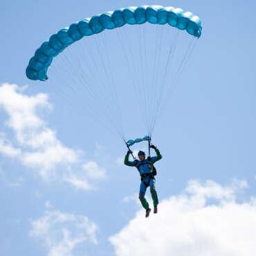 Прыжок с парашютом Чернигов Аэродром Певцы - Skydive Academy