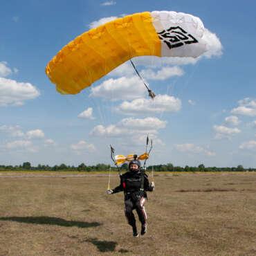 Тандем-прыжок с парашютом в Чернигове и Киеве - Skydive Academy