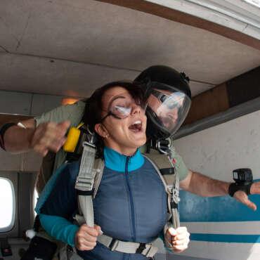 Тандем-прыжок с парашютом Чернигов Аэродром Певцы - Skydive Academy