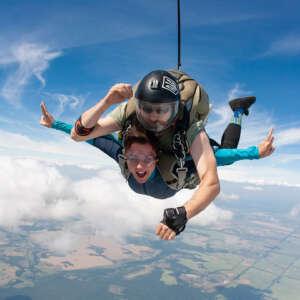 Тандем-стрибок з парашутом в Чернігові і Києві на Аеродромі Півці - Skydive Academy