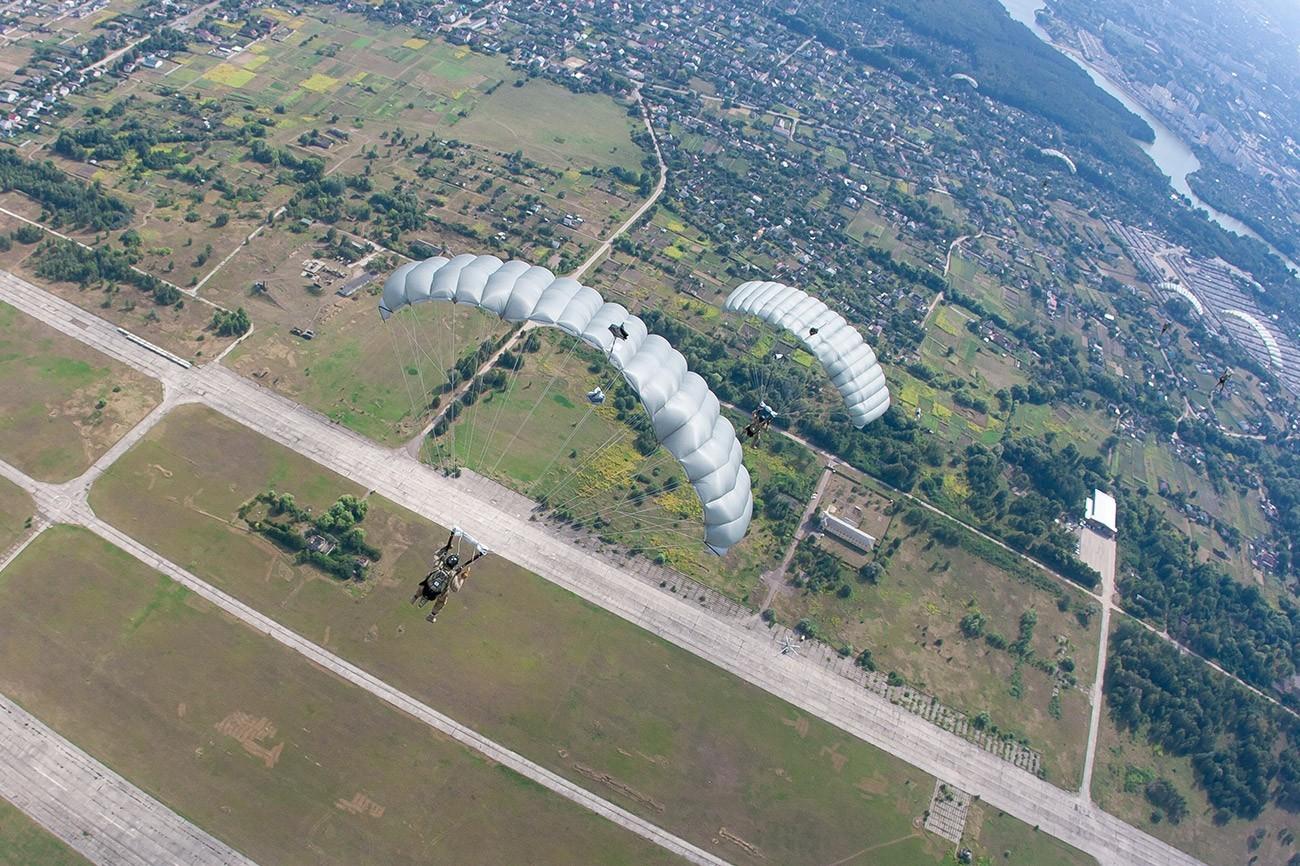 HAHO Курс в Украине на Аэродроме Певцы - прыжок с парашютом в Чернигове и Киеве