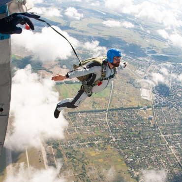 """Стрибок з парашутом типу """"крило"""""""