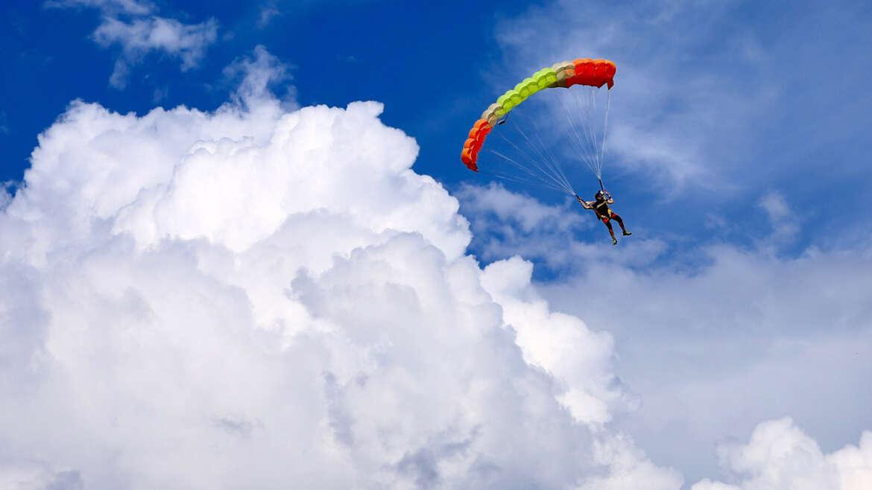 Погодні умови для стрибків з парашутом в Києві і Чернігові на Аеродромі Півці- Skydive Academy