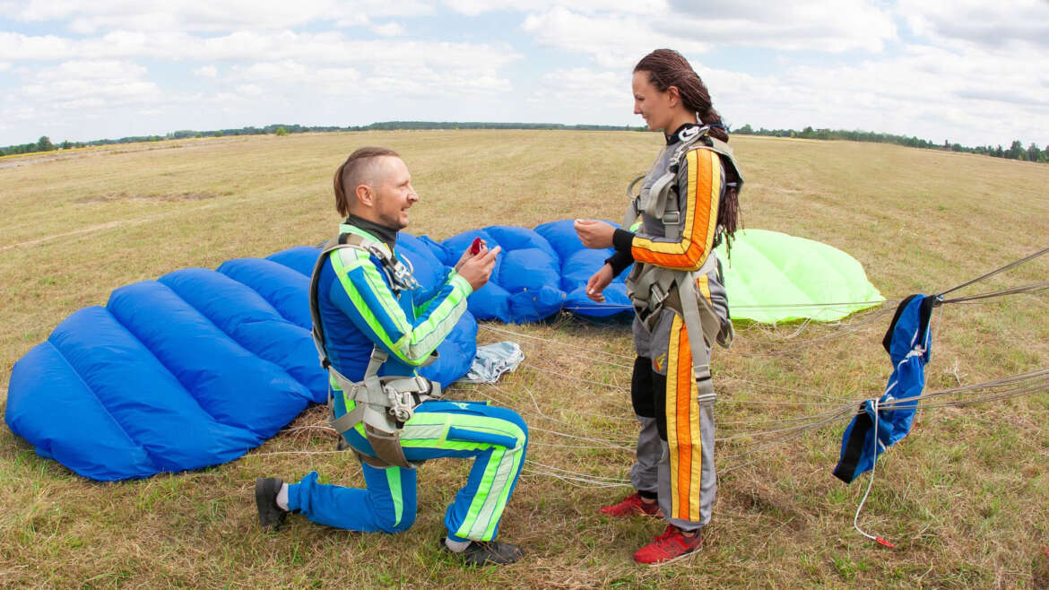 Gift for St. Valentine's Day - skydiving in Ukraine - Skydive Academy
