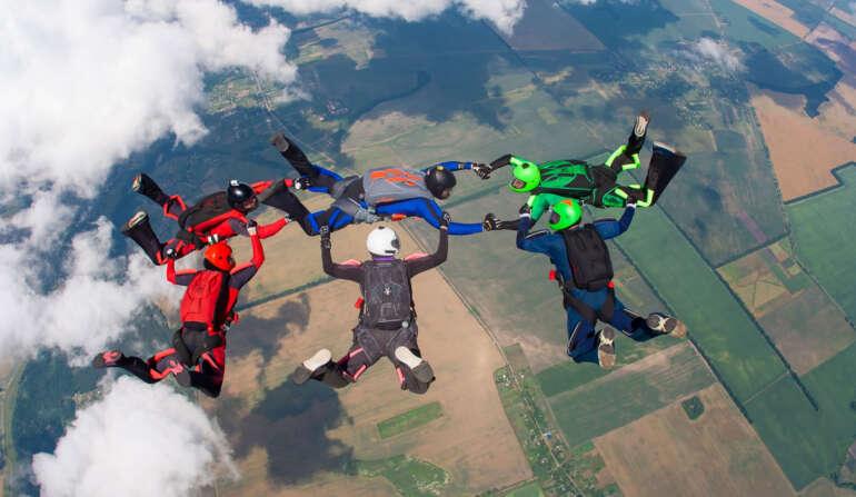 Стрибок з парашутом у Чернігові 15-16 травня